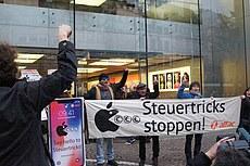 Attac-Flashmob gegen Steuertricks in Frankfurter Apple Store